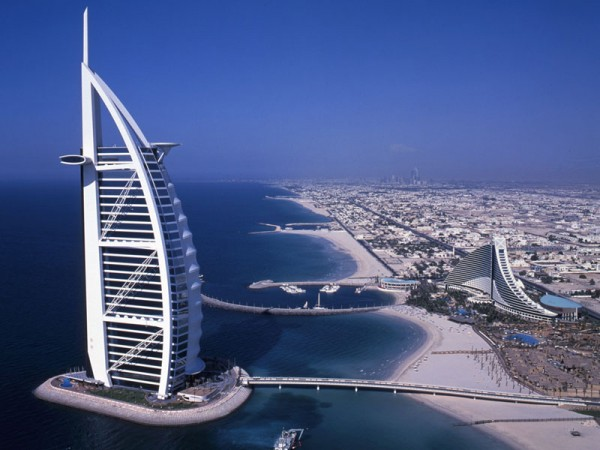 LUMIFLON_FEVE_Resin_Burj_Al_Arab_Mitsubishi_Plastics_Composites_America_1-600x450