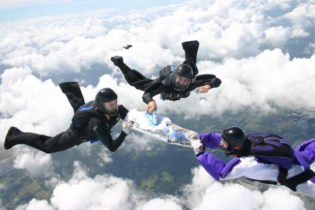 extreme-ironing-sky-dive (1)