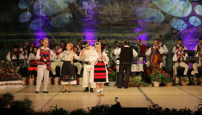 spectacol-ansamblul-transilvania